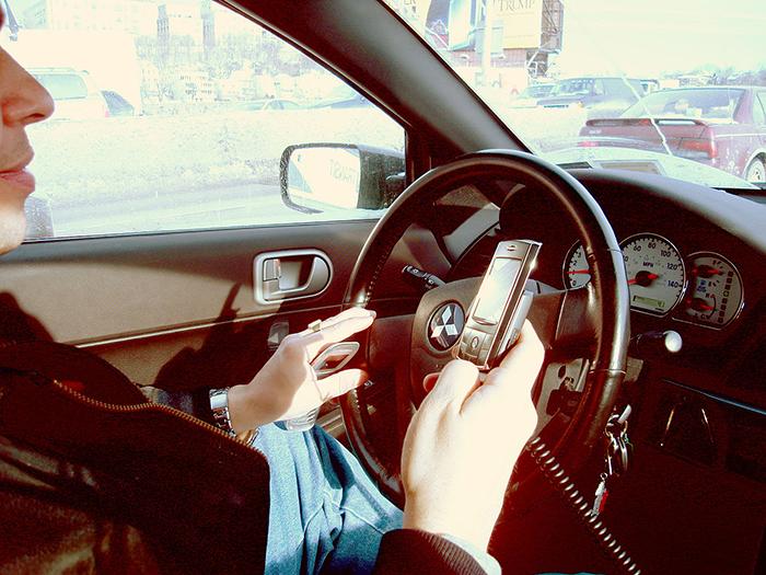 thói quen nguy hiểm khi lái xe ô tô